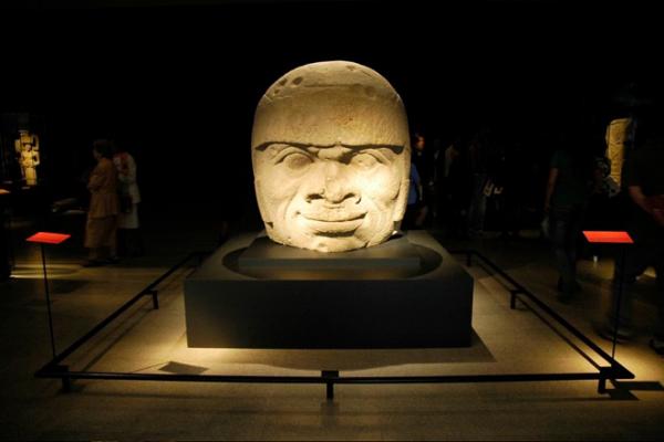 Museografia y Expo - Exposición Mexico Del Cuerpo Al Cosmos (2)